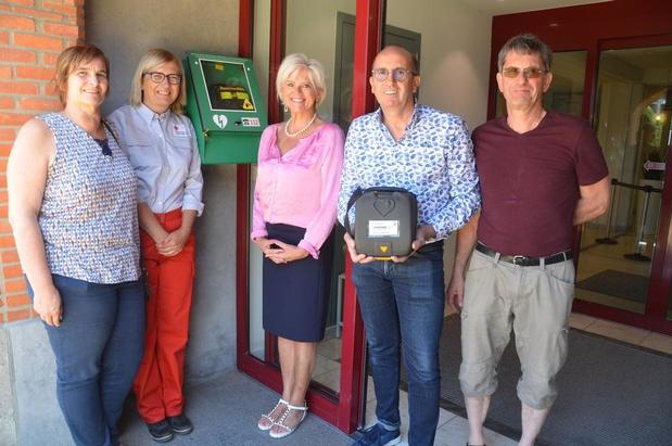 Knokke-Heist neemt drie nieuwe openbare AED-toestellen in gebruik