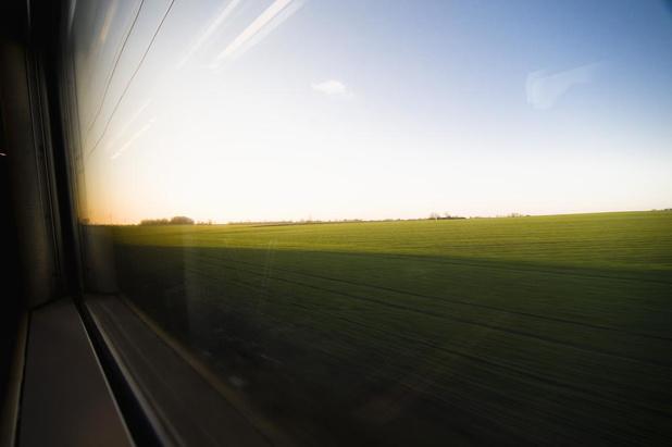 Reizigers uit geblokkeerde treinen tussen Kortrijk en Oudenaarde geëvacueerd