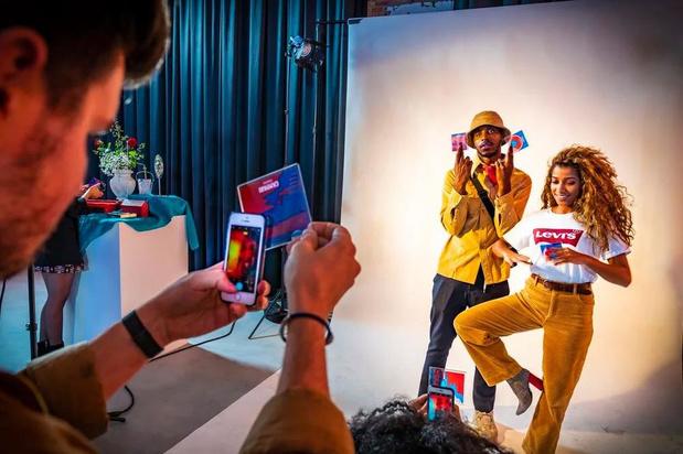 Campari: doorzichtige onderleggers als fotofilter voor de camera's van smartphones