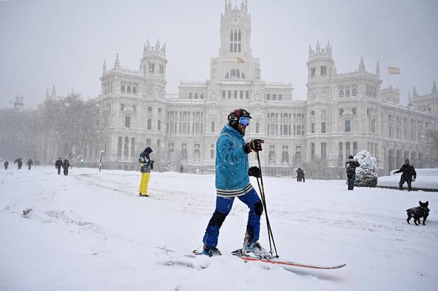 Une tempête de neige sème le chaos en Espagne, au moins 3 morts