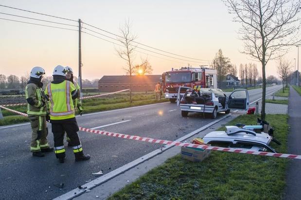 Twee gewonden bij zware botsing in Staden
