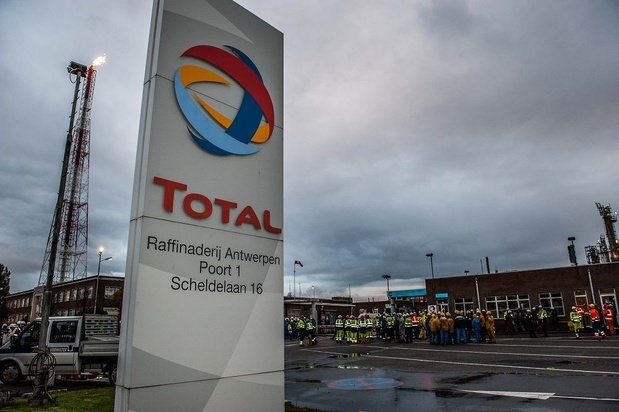 """Climat: Total défend sa stratégie mais juge que ce n'est """"pas si facile"""""""