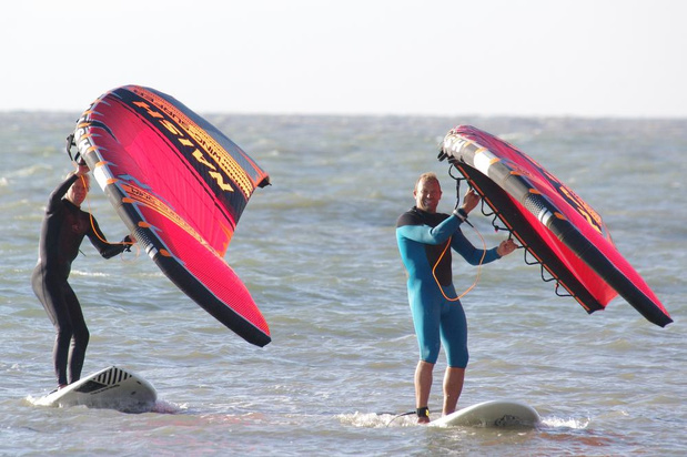 Surfers Paradise presenteert de nieuwste watersporthype: de Wingsurfer!