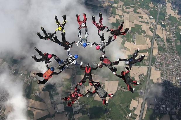 30 vrouwen, 2 vliegmachienen en 1 record