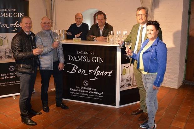 Gin proeven in en rond het Damse stadhuis