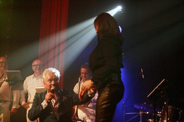 Frank Valentino vraagt zijn vriendin ten huwelijk tijdens zijn grootse show in Kusttheater Colisée