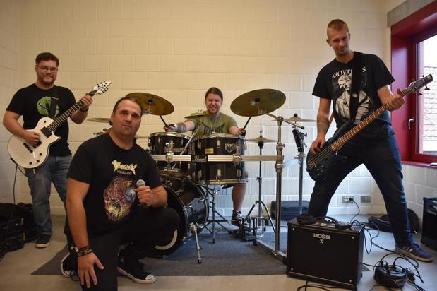 Nieuwe metalband Scarbringer speelt eerste show in De Piraat