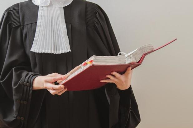 Verdachte blijft in de cel voor steekpartij in Oostende