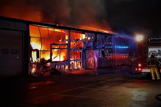 Zware brand in hangar langs Industrieweg in Beveren
