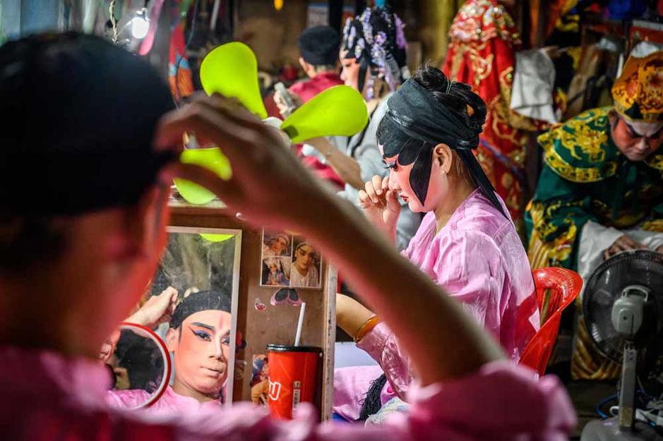 Un opéra chinois dans les rues de Bangkok (en images)