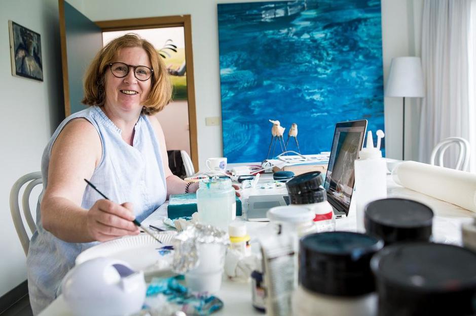 Backgroundartieste Inge Daveloose stelt internationaal gerenommeerd werk tentoon in Brugge