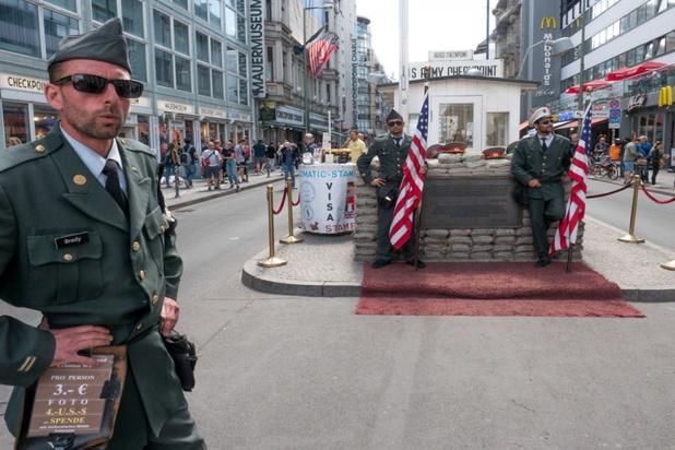 Nepsoldaten niet langer welkom bij Checkpoint Charlie in Berlijn