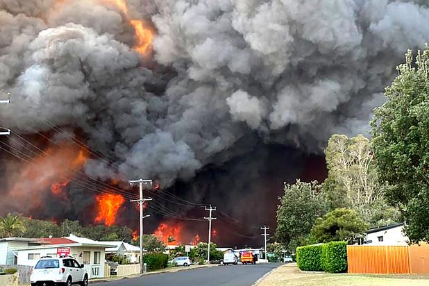 Australie : les pompiers dépassés par des feux forêt intenses