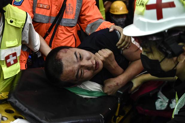 Incidenten op luchthaven Hongkong: Peking verwerpt 'quasi-terroristische' agressie tegen Chinezen