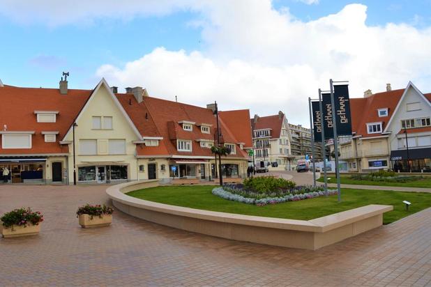 Gemeentebestuur huldigt nieuw Leopoldplein in