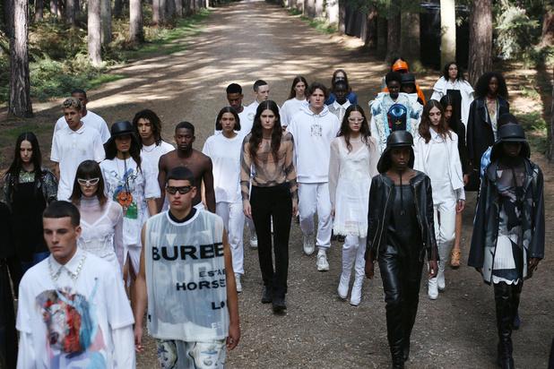 À Londres, entre défilé sans public et discussion entre stars dans votre salon, la Fashion Week se réinvente