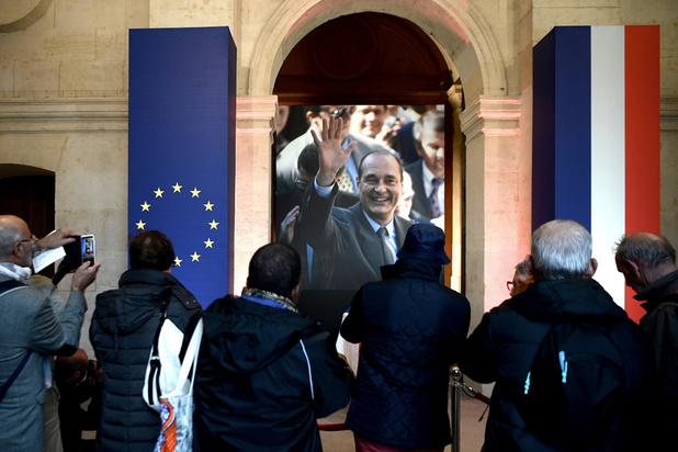Affluence impressionnante pour saluer Chirac aux Invalides