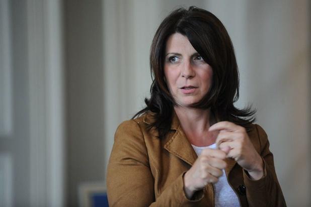 En manifestant contre la conférence de Francken, Muriel Targnion a mis sa police en difficulté
