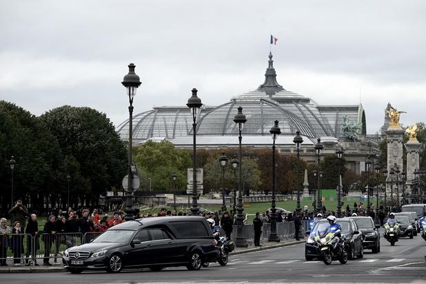 Début de l'hommage populaire à Jacques Chirac aux Invalides