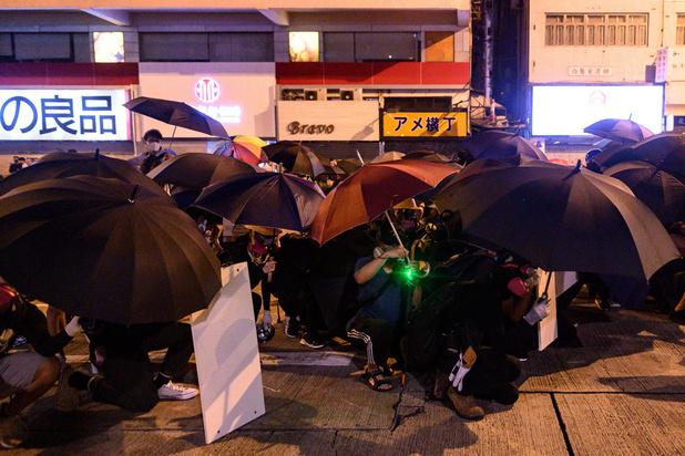 Les manifestants ciblent à nouveau l'aéroport de Hong Kong