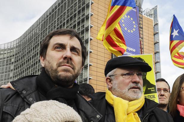 Catalaanse politici Lluis Puig en Toni Comin vrijgelaten onder voorwaarden