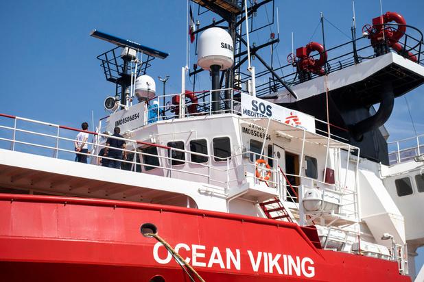Le navire humanitaire Ocean Viking se décrète en état d'urgence, avec 180 migrants à bord