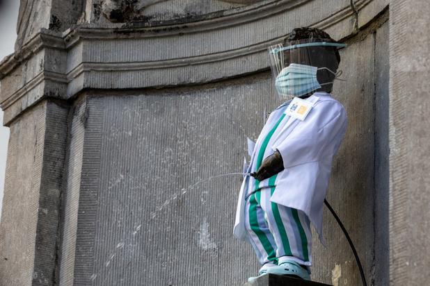 Manneken-Pis porte une tenue de soignant en l'honneur des 'héros' du réseau IRIS
