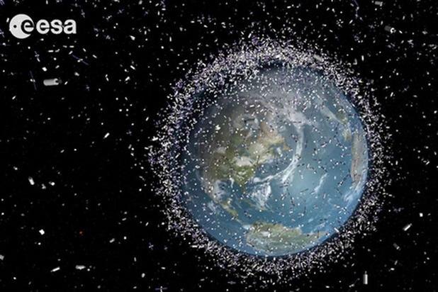 Débris spatiaux: l'Europe commande la première mission de nettoyage en orbite