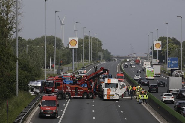 La curiosité après un accident de la route coûte un milliard d'euros par an