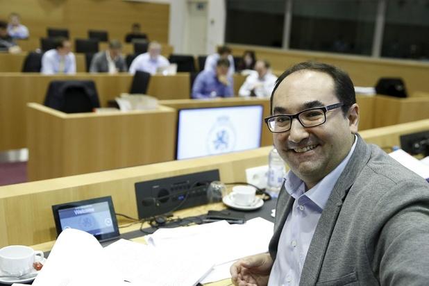 """Leur vie est un feuilleton : qui est vraiment Ahmed Laaouej, """"monsieur loyal"""" ?"""