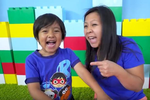 Un garçon de 8 ans dont la chaîne a rapporté 26 millions de dollars en tête du classement des YouTubeurs