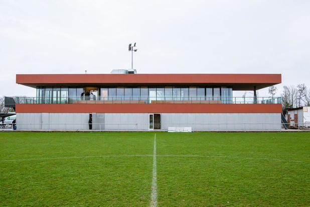 KSV Jabbeke speelt voor het eerst in nieuwe voetbalaccommodatie