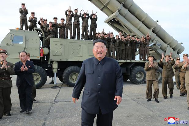 """Pyongyang annonce que Kim a supervisé le test d'un """"lance-missiles multiple"""""""