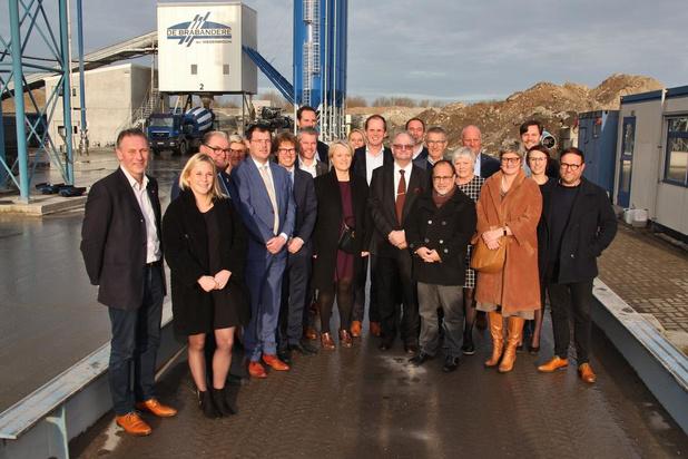 Minister Muylle bezoekt familiebedrijf De Brabandere in Veurne op Dag van de Ondernemer