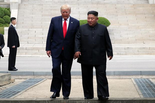 """Pour Noël, Trump préfèrerait un """"beau vase"""" plutôt qu'un missile de la part de Kim Jong Un"""