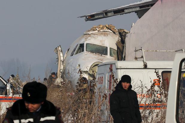Accident d'avion au Kazakhstan: 12 morts, le bilan revu à la baisse
