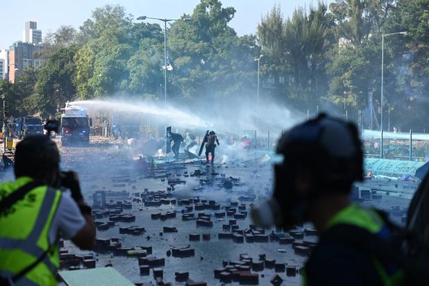 Onrust Hongkong: agent krijgt pijl in het been bij nieuwe rellen