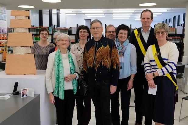 Gilbert Degraeuwe schenkt 'The Lighthouse' aan de Veurnse bibliotheek