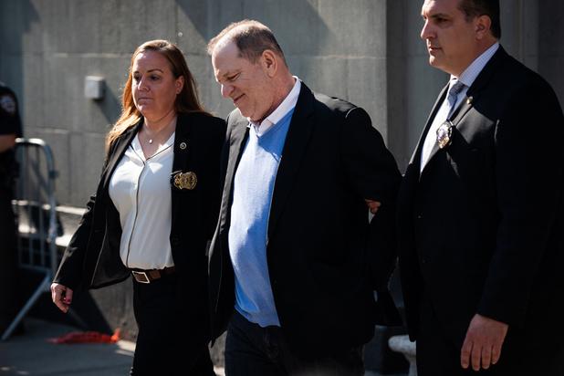 Weinstein inculpé pour viol à Los Angeles, le jour-même de l'ouverture de son procès à New York