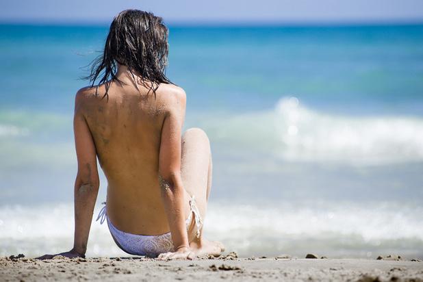 La pratique des seins-nus sur la plage impactée par les influenceuses et les réseaux sociaux