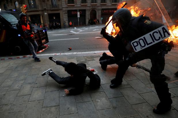 Geweld breekt uit na grote betoging in Barcelona