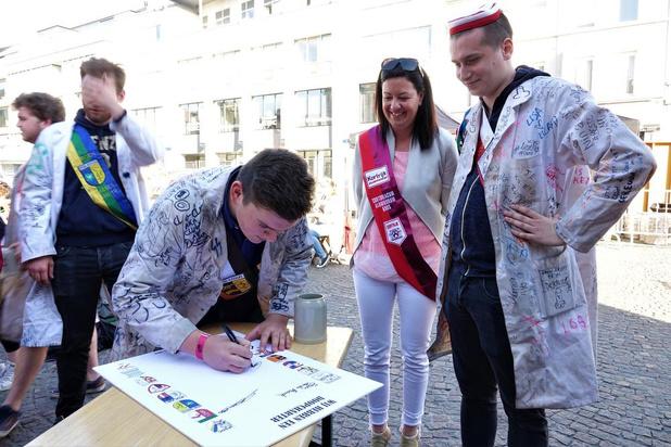 Kortrijkse studenten ondertekenen Vlaams doopcharter