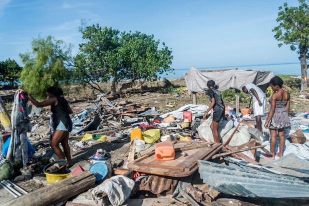Après le séisme en Haïti, les secours s'affairent, une tempête menace