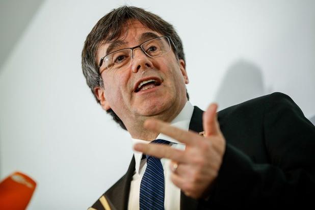 Elections en Espagne: Carles Puigdemont salue le triomphe des indépendantistes catalans