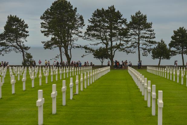 Les cimetières de guerre de Normandie, des lieux de mémoire très fréquentés