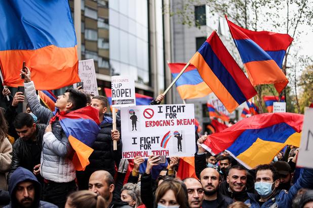 Non-respect des mesures barrière : 2000 personnes réunies à Bruxelles en soutien à l'Arménie