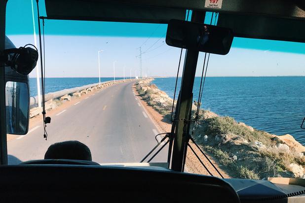 Un bus de touristes tombe dans un ravin en Tunisie: au moins 24 morts