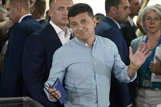 Ukraine: le parti du président Zelensky en tête aux législatives avec un score record