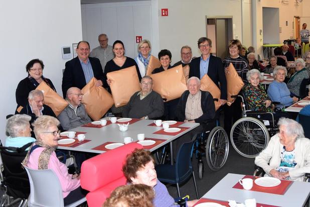 Stadsbestuur Harelbeke bezoekt senioren