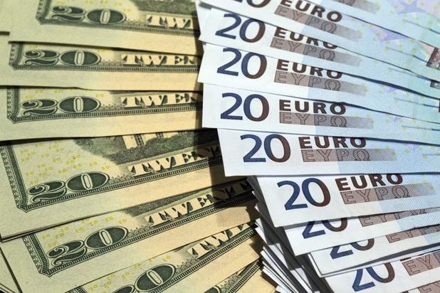 L'euro au plus bas en huit semaines face au dollar